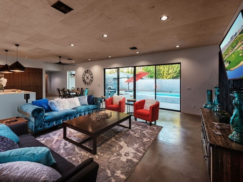 Call FOR Additional Savings ON June Dates With Extra Savings, Cozy Contemporary Home Located in Tempe & 6 Miles to Oldtown Scottsdale! Sparkling Pool, Hot Tub, and Large Back Yard