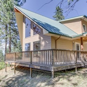 Gorgeous Home Close to the Scenic Spokane River w/ Dog-friendly Accommodations