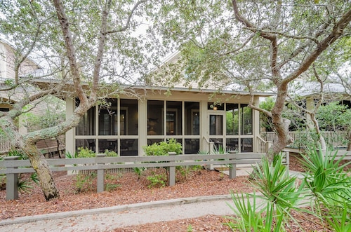 72 Buttercup ~ Location! Location! Steps to Beach & Beach Club! Weber Grill!