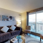 Swanky 42nd-floor, Dog-friendly Suite w/ Shared Pool, Gym, & More - Great Views!