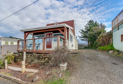 Dog-friendly Home With Ocean Views From Deck and Private hot Tub!