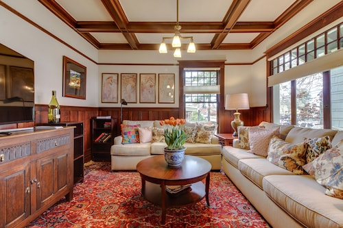 Check Expedia for Availability of Stunning and Historic Craftsman Home in the Heart of Oregon Wine Country!