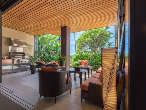 Luxury Resort Living at Its Finest - Park Lane Ala Moana Ac,wd,parking,wifi