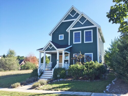 Adorable Home Farmhouse Style In Empire Just 1 Mile To Lake Michigan