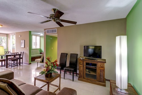 Dog-friendly Condo With Shared Pool and Patio, Close to the Beach