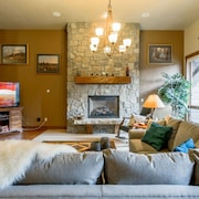 Ski In\ski Out Gorgeous Decor Luxury Townhome Walk to Slopes Creekside Sleeps 12