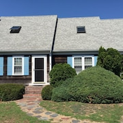 4br, 3BA Hyannis Home on Simmons Pond W/private Dock - Minutes to Downtown
