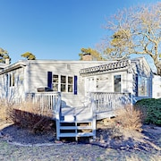 Garden Cottage Just Steps From the Beach in Cape Cod Sleeps 6