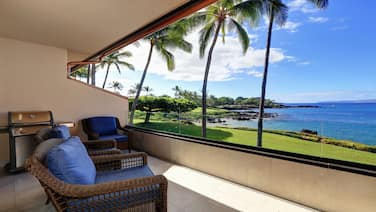 Fully Remodeled Oceanfront Condo - Makena Surf F-202