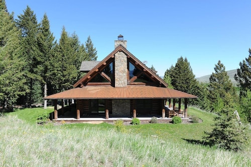 Beautiful Three-bedroom log Home With Access to the 1,600 Acre Sun West Ranch