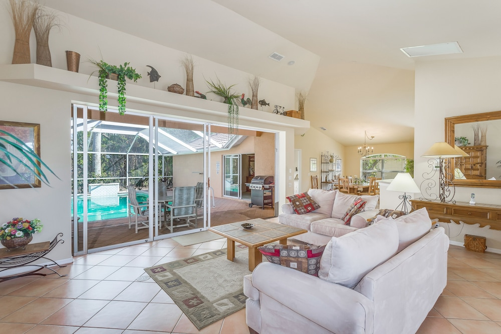 Bright Family Home W Private Pool Patio Shared Tenniore 0 Out Of 5