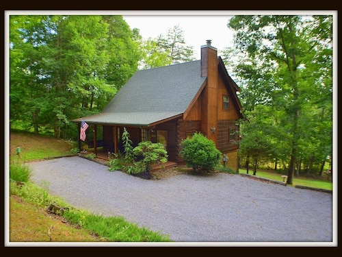 The Potters House} Pet Friendly \ Hot Tub \ Fireplace \ Motorcycle Friendly
