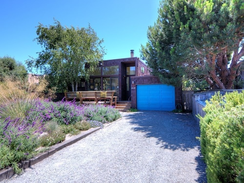 Great Place to stay 147 Dipsea Road: 2 BR, 2 BA House in Stinson Beach, Sleeps 4 near Stinson Beach