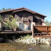 River John Townhouse In Town - on the River! 1 Block to Ski Area! Ask About 10% off 3 Nights!