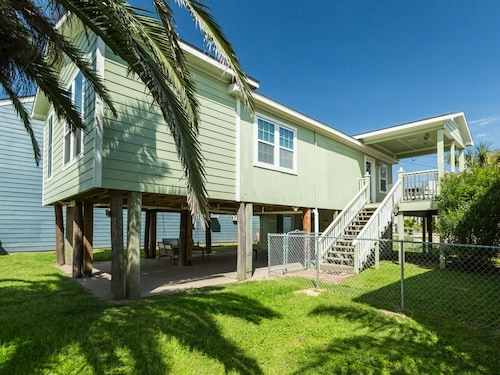 Great Place to stay Updated 3BR House 5 Minutes to Beach near Galveston