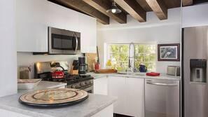 Microwave, dishwasher, coffee/tea maker, toaster