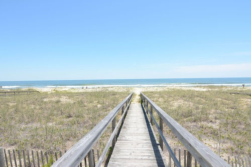 Ebbtide Kure Beach Oceanfront Home With Screened Porch, Private Beach Access