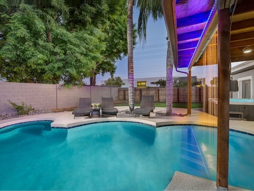 Call FOR Discounts! Popular Arcadia Location Near Old Town Scottsdale and Tempe! Covered Patio, Water Feature & Private Pool!