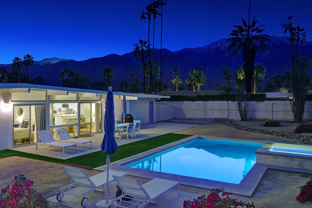 Pool, Stunning Mid-century Pool and spa Home, Recently Remodeled and Ready for You!