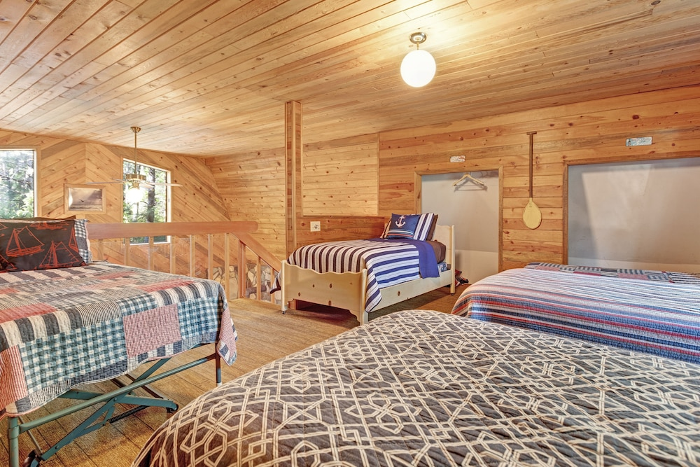 Room, Updated, Dog-friendly Cabin in a Secluded Area - Minutes From Beach & Town!