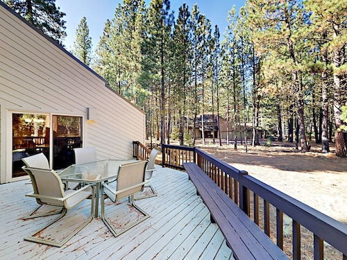 Spacious 3BR w/ Fireplace & Wraparound Deck Near 2 Golf Courses