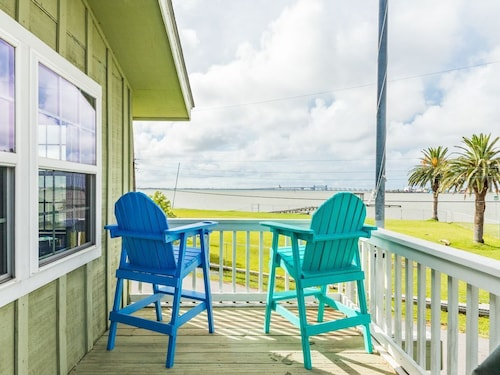 Great Place to stay 3BR w Deck, Canal Views & Private Dock near Galveston