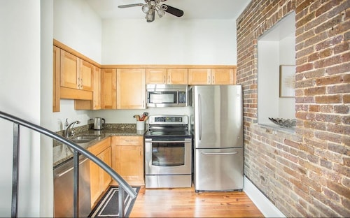 Great Place to stay Stay Local in Savannah: Luxury Carriage w/ Spiral Staircase, Full Kitchen near Savannah