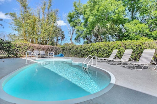 Great Place to stay 8 BR, 4BA Tarpon Springs Home With 2 Pools Explore America's Best Beaches near Tarpon Springs