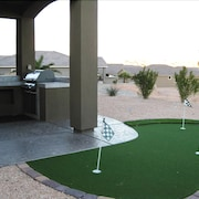 Private 3 Bedroom Home With Putting Green!-1370