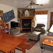 Valley Condo #103 - 2 Bedroom Condo Located on Pioneer Creek, Washer/dryer, Wi-fi