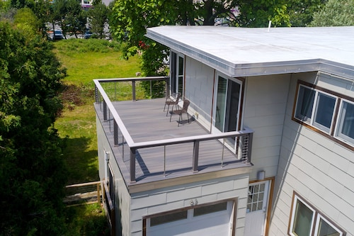 Modern Beach Home w/ Deck, Central AC, & Free Wifi, Steps From the Ocean
