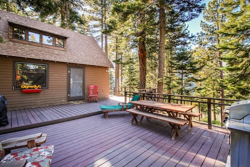 Cherry Leaf Lodge-dog-friendly Escape With Lake Views and Lake Access!