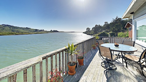 2BR on Russian River w/ Hot Tub Close to Jenner on Sonoma Coast