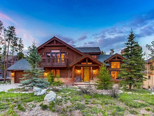 Cabin-style Home w/ hot Tub, Sauna, Jetted tub - Near Bay, Dining, & Shopping!