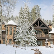 Spacious Mountain Retreat w/ Multiple Living Areas & Hot Tub - Near Skiing