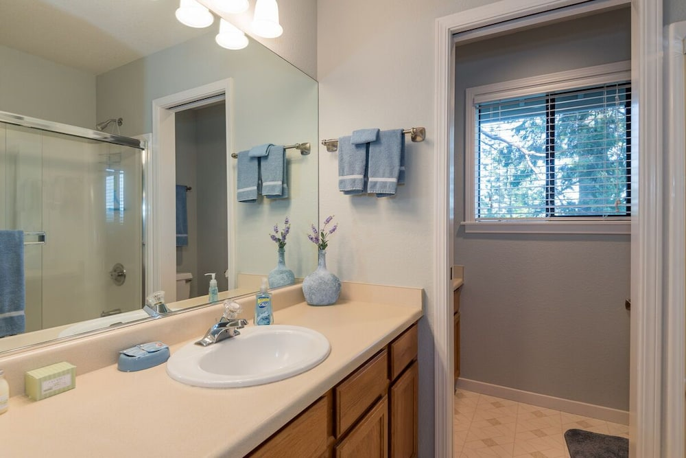 Bathroom, In-town Tahoe City, Lake Views, Walk to Beach and Town - Great Value!