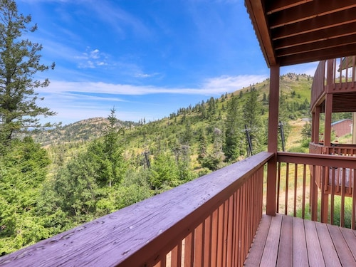 Cozy Condo w/ Shared hot tub & Sauna, Valley Views, Ski-in/ski-out Access