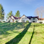 Luxury Home W/private hot Tub, 4 Acres of Gardens, Weddings