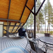Cozy Dog-friendly Cabin Features Amazing Lake Views and Gorgeous Surroundings!