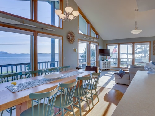 Dog-friendly Bayfront Home w/ Stunning bay Views, Nearby Beach Access!