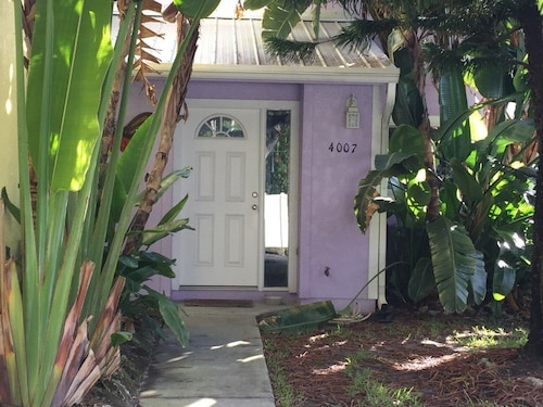 Tropical Townhome Just Steps From the Beach