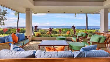 Spectacular Oceanfront Steps to Keiki Beach Stars at $814/nt