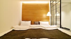 오리/거위털 이불, 메모리폼 소재 침대, 각각 다르게 꾸며진, 각각 다르게 가구가 비치된