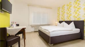 Zimmersafe, Schreibtisch, schallisolierte Zimmer, Babybetten