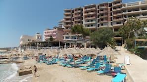 På stranden