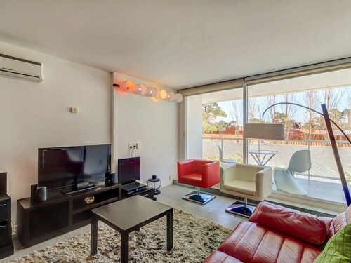 Vibrant, Dog-friendly Condo With Modern Amenities - Shared Pool, Spa, & gym