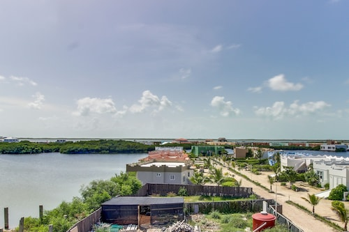 Lovely Waterfront Condo w/ Shared Swimming Pool - Near Beaches & Restaurants