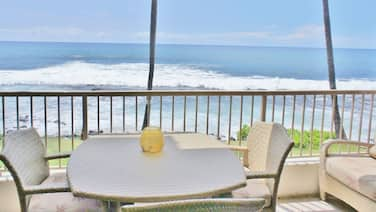 Ocean Front AC Next to Honl's Beach Walk to Town Kona Reef A15