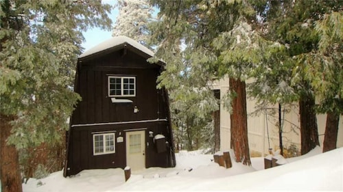 Great Place to stay Villa Villa Koola in Lake Arrowhead - Wifi. Views!! near Lake Arrowhead