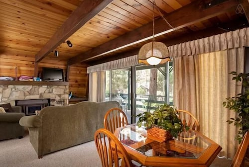Great Place to stay 3 Bedroom 2.5 Bath Bear's Lair near Big Bear City